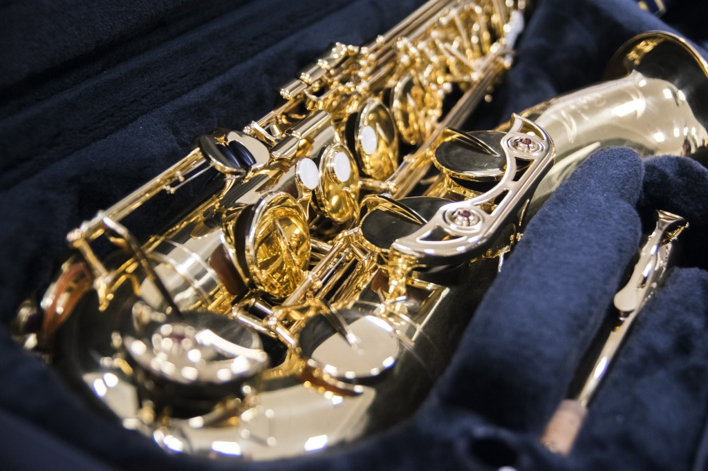 Purchase saxophone, clarinet, flute and other woodwind instruments.